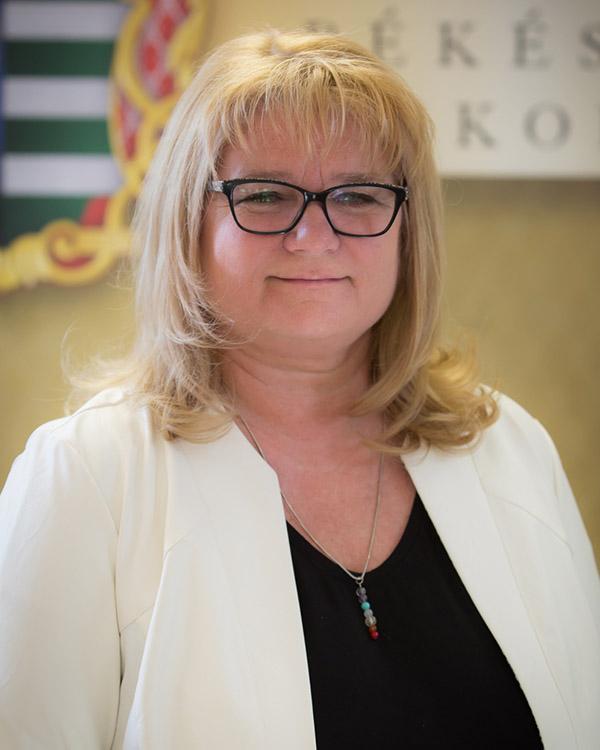 Dr. Moka Eszter
